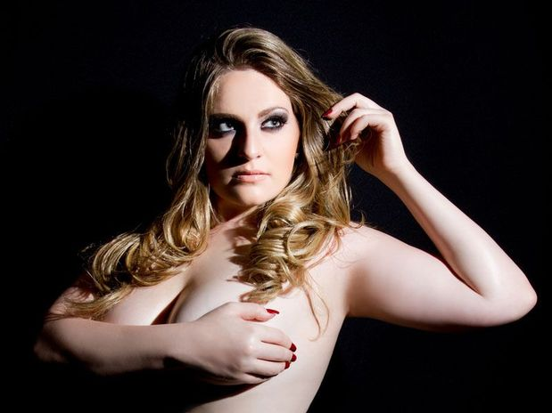 Miss Plus Size Carla Manso Revela Nudez Em Ensaio Art Stico